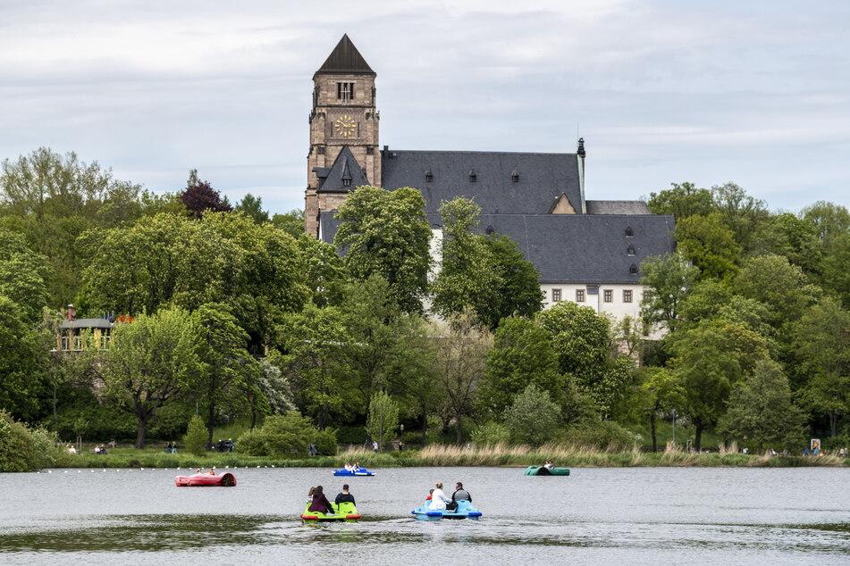 Das fast perfekte Pfingst-Wetter lockte die Chemnitzer in die Innenstadt und an den Schlossteich.