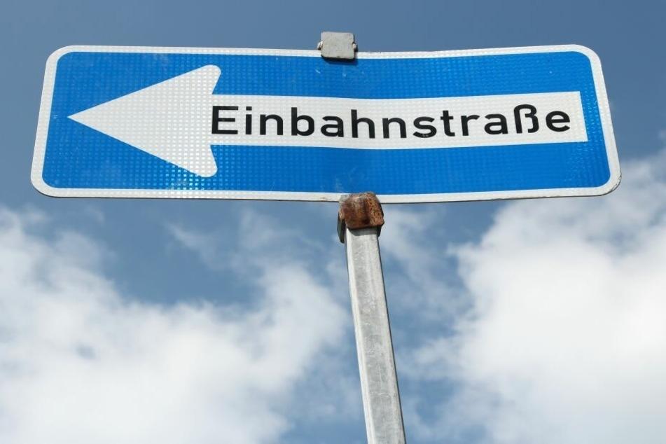 Unfall im Vogtland: Laster fährt entgegengesetzt in der Einbahnstraße