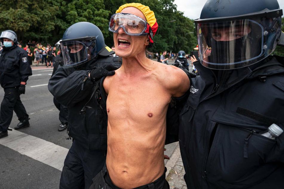 """Berlin: Polizei verbietet erneut große """"Querdenker""""-Demo am Wochenende in Berlin"""