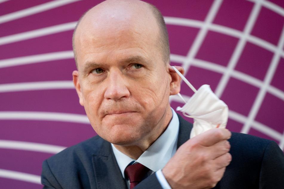 Ralph Brinkhaus (CDU), Vorsitzender der CDU/CSU-Bundestagsfraktion, kommt zur Pressekonferenz zu Beginn der digitalen Fraktionssitzung der Union.