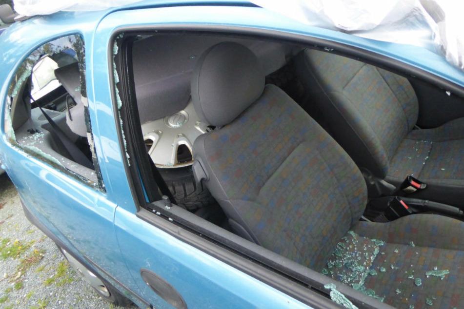 Mehrere Fahrzeuge beschädigt! Vandalen wüten bei Autohändler