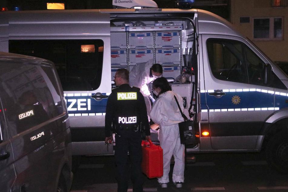 Am Montagmorgen wurde in Berlin-Moabit die Leiche eines 56-Jährigen in einem Haus in der Huttenstraße entdeckt.
