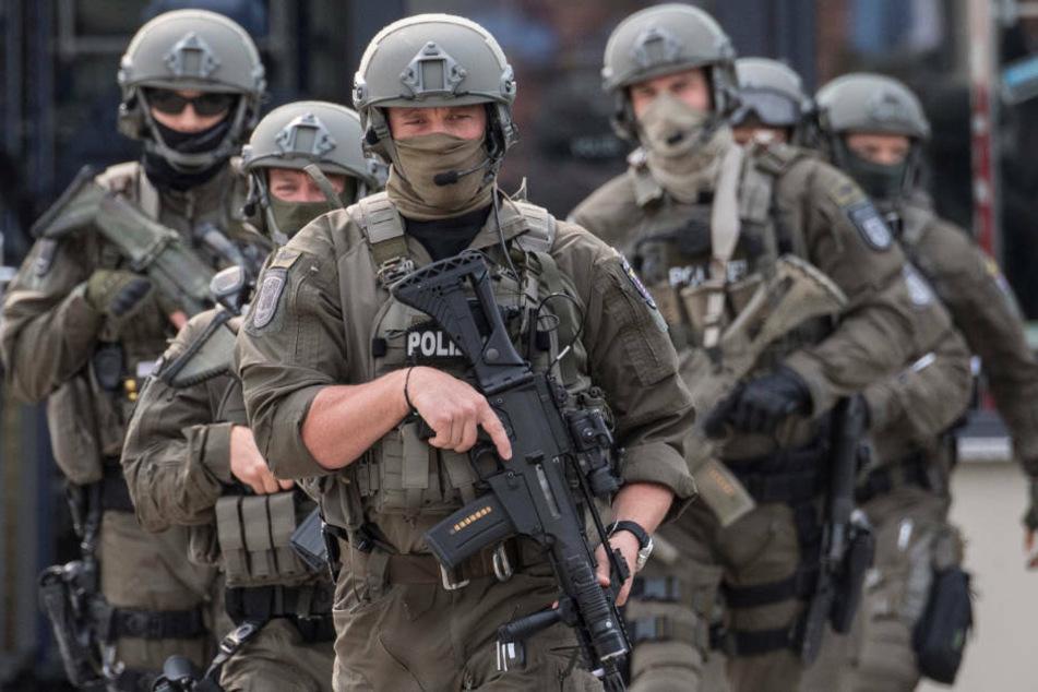 Die Spezialkräfte nahmen den 29-Jährigen in seiner Wohnung fest (Symbolbild).