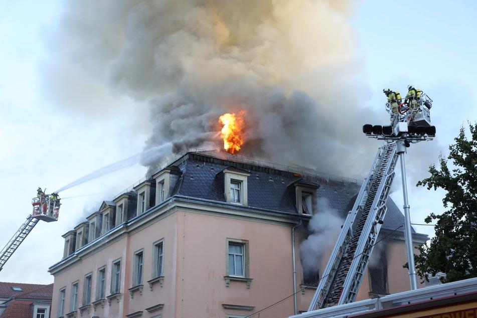 Am Morgen schlugen Flammen aus dem Dachstuhl.