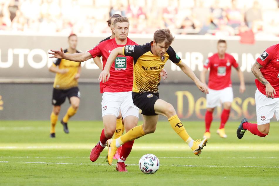 Elia Huth (l.) verfolgt den Dresdner Patrick Weihrauch. Kaiserslautern verlor beim Auftakt gegen Dresden 0:1. Bisher konnten die Kicker vom Betzenberg in dieser Saison noch kein Spiel gewinnen.