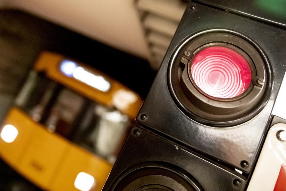 Ein 14-Jähriger wurde am Montag in Berlin aus einer U-Bahn gestoßen (Symbolbild).