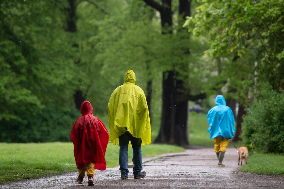 Wer sich am Vatertag in Leipzig aus dem Haus wagte, brauchte wasserfeste Kleidung.
