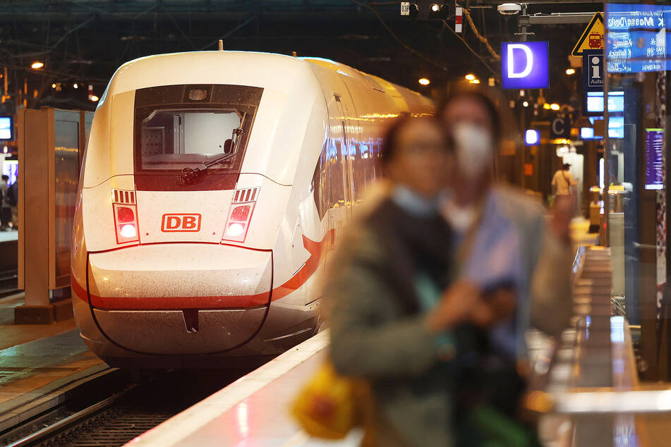 Die Bahn will weitere Streiks abwenden und der EVG direkt ein neues Tarifangebot vorlegen. (Symbolbild)