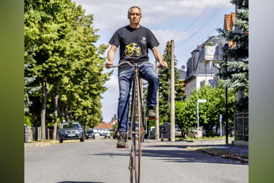 Ein Blickfang: Steffen Stiller (57) aus Weinböhla auf seinem geliebten Hochrad.