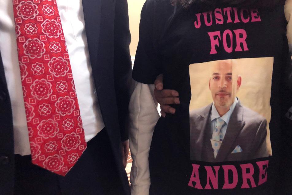 Auf dem T-Shirt von Karissa Hill ist ein Foto ihres Vaters Andre Hill zu sehen. Er wurde von der Polizei in Columbus erschossen.