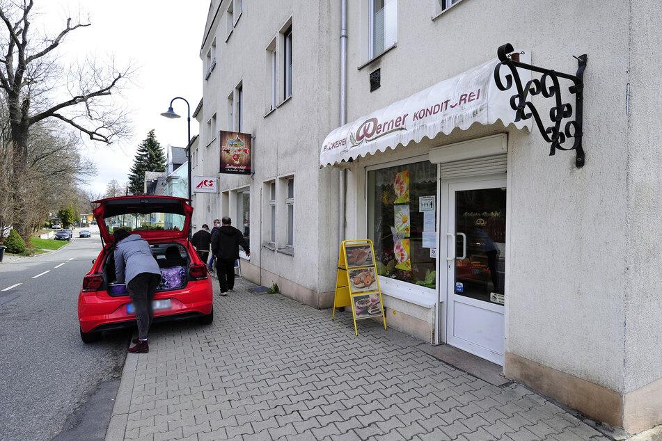 Parken vor den Geschäften in der Markersdorfer Straße soll wieder erlaubt werden.