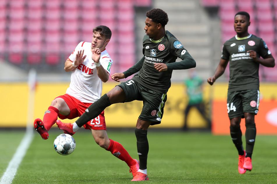 Kölns Jan Thielmann (l.) feierte im Hinspiel gegen Leverkusen sein Bundesligadebüt mit 17 Jahren.