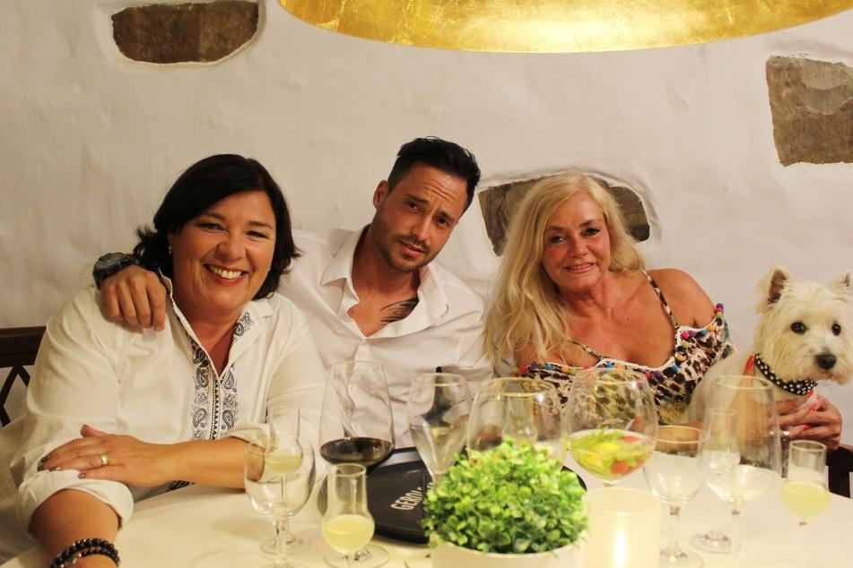 Vera Int-Veen, Dennis und Mutter Carmen.
