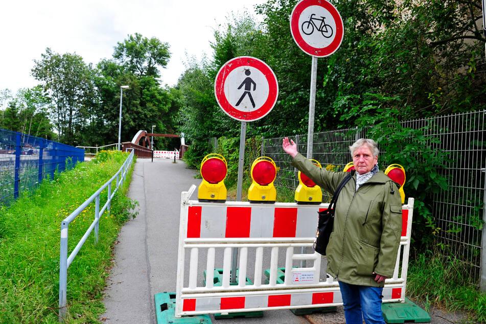 Was soll das denn? Sonja Uhlmann (71) ärgert sich über die gesperrte Rad- und Fußgängerbrücke zwischen Harthau und Altchemnitz.