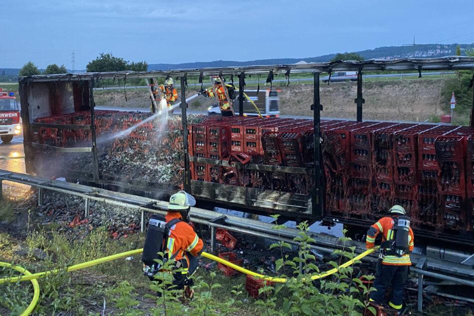 Unfall A81: Getränkelaster brennt auf A81 aus: Verkehr bei Feuerbach beeinträchtigt