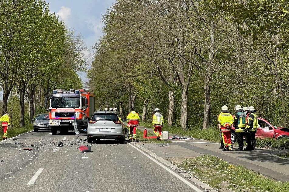 Tödlicher Unfall: Auto prallt erst mit Lastwagen zusammen und wird dann von anderem Wagen erfasst
