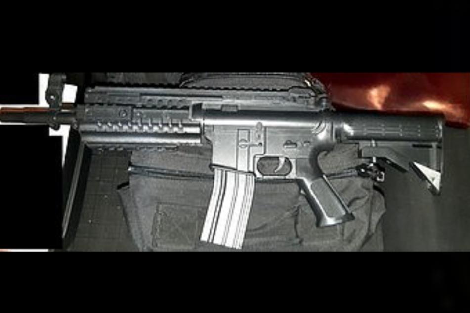 Im Kofferraum eines 32-Jährigen fanden Bundespolizisten im Rahmen einer Kontrolle am Sonntagabend eine Softairwaffe.