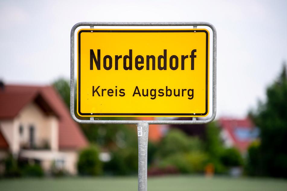 Eltern hatten in ihrem Haus in Nordendorf ihren 16-jährigen Sohn und dessen 15-jährigen Freund tot aufgefunden.