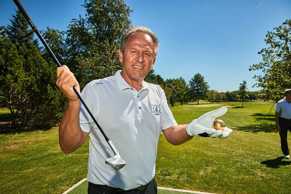 Golfplatz-Inhaber Karl Schwald (62) hat den Goldenen Ball zur Eröffnung seiner Anlage vor 25 Jahren erstmals gespielt - und nun erneut zum Jubiläum.