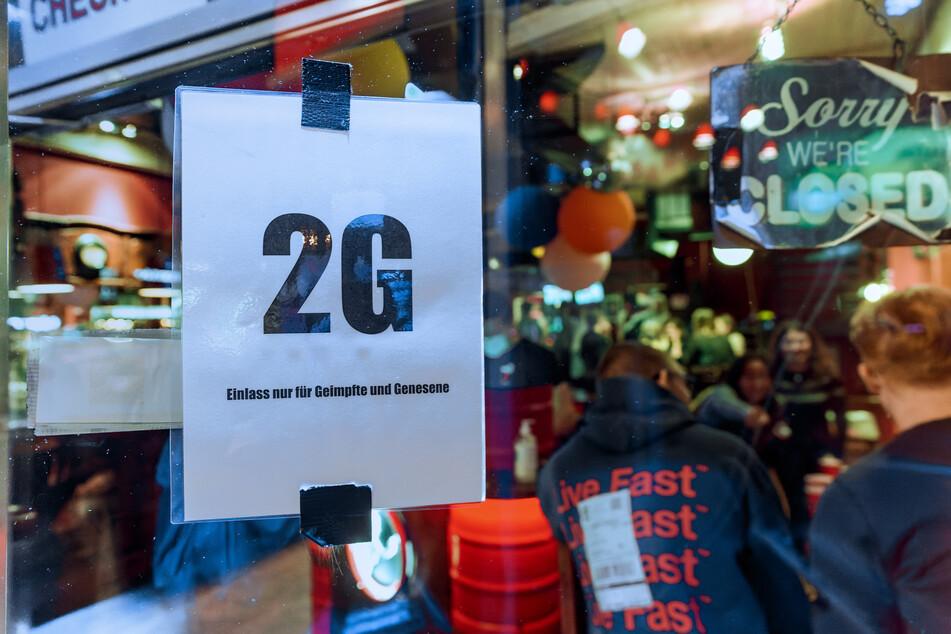 Es gebe keinerlei Anzeichen, dass es in der Bar Verstöße gegeben habe. Dort gelten die 2G-Regeln (geimpft, genesen). (Symbolbild)