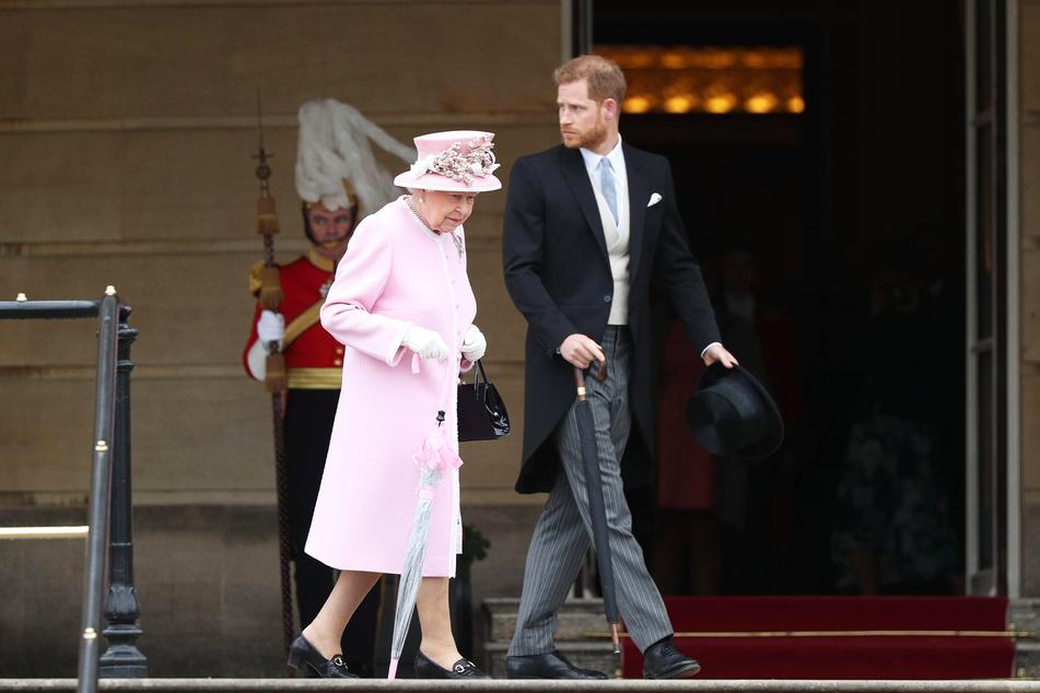 Queen Elizabeth (95) möchte zurzeit auf einen Streit mit Prinz Harry (36) verzichten.