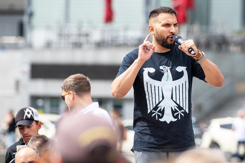 Attila Hildmann (39) während einer Demonstration gegen Corona-Einschränkungen auf dem Washingtonplatz.