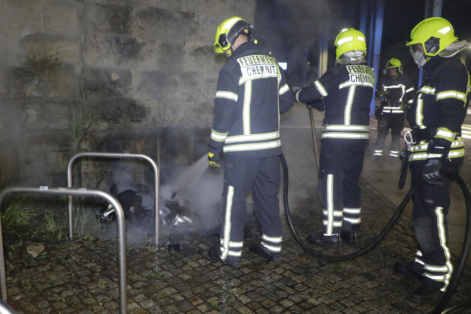 Chemnitz: War es Brandstiftung? Wieder Mülltonnenbrand in Chemnitz