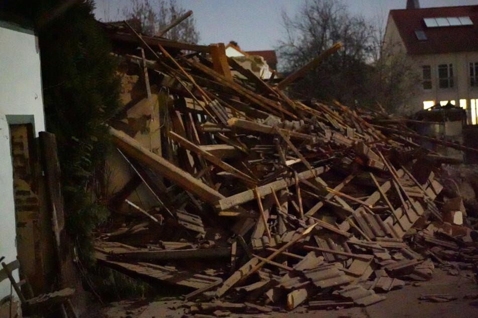 Nachbar hebt Baugrube aus, plötzlich stürzt Gebäude ein