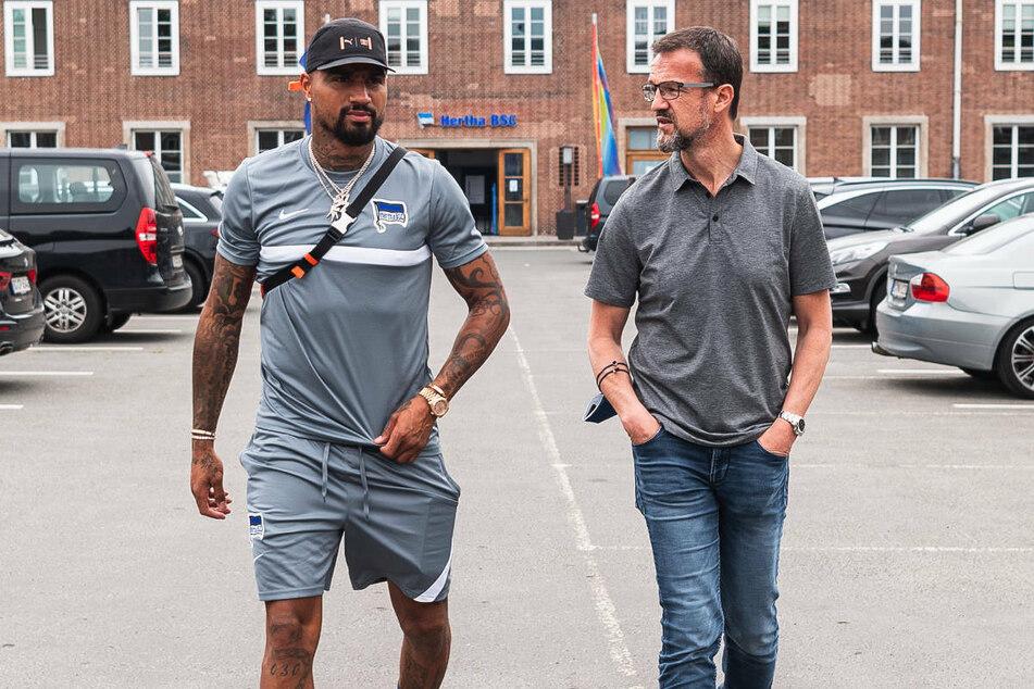 Kevin-Prince Boateng (34, l.) und Fredi Bobic (49) vor der Geschäftsstelle von Hertha BSC. Kann der Hertha-Manager auch Jerome nach Berlin locken?