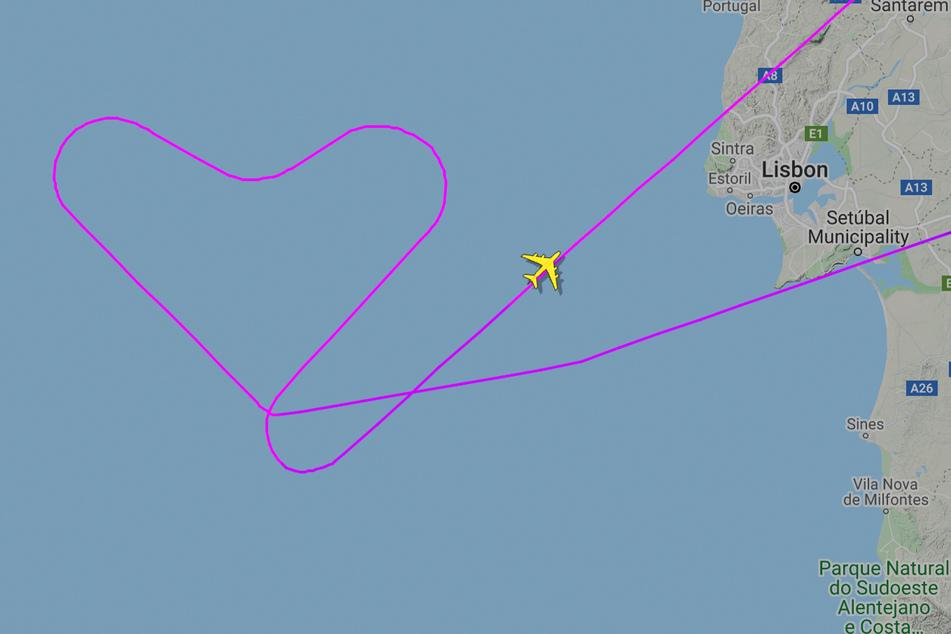 """Die Besatzung des """"Hi Fly""""-A380 flog vor Portugals Atlantikküste ein Herz in den Himmel."""