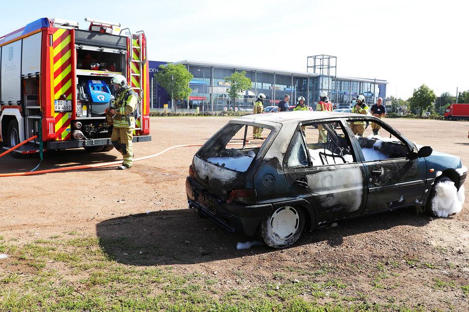 Das Fahrzeug, das in der Nähe des ElbeParks abgestellt wurde, erlitt Totalschaden.