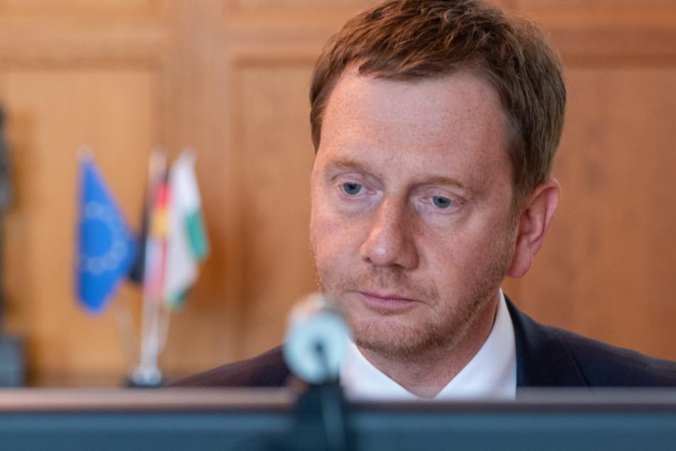 Sachsens MP Michael Kretschmer (44, CDU) bei einer Video-Schalte mit den Ministerpräsidenten und der Bundesregierung.
