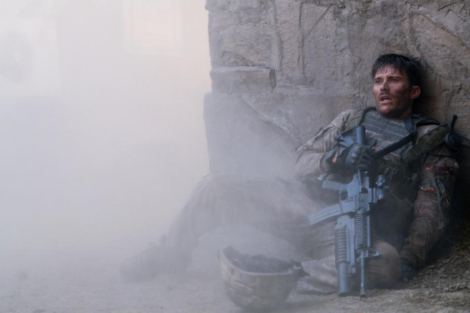 Staff Sergeant Clint Romesha (Scott Eastwood) und seine Kameraden drohen überrannt zu werden.