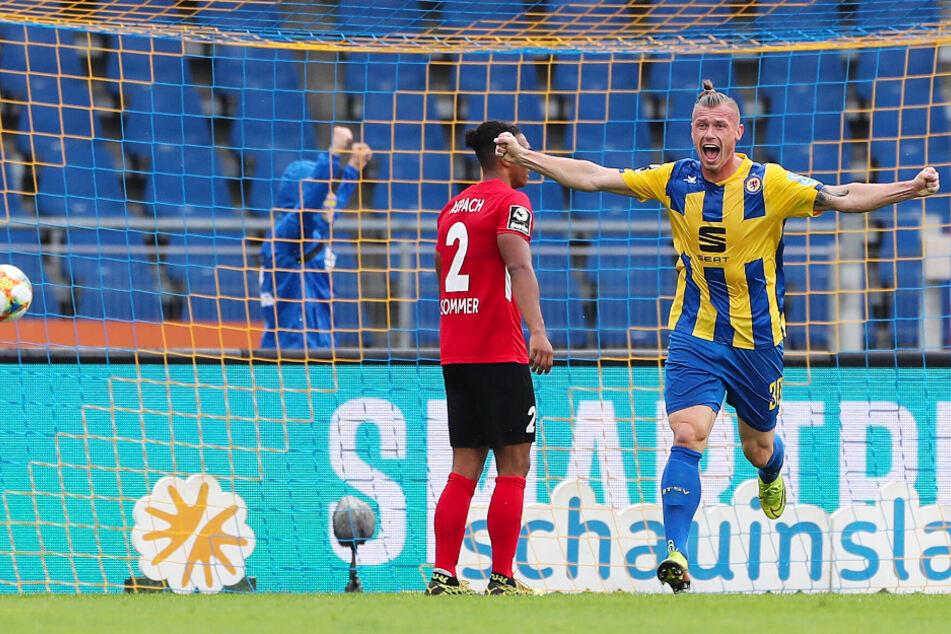 Eintracht-Stürmer Marvin Pourié schoss Braunschweig gegen die SG Sonnenhof Großaspach spät zum nächsten Sieg.