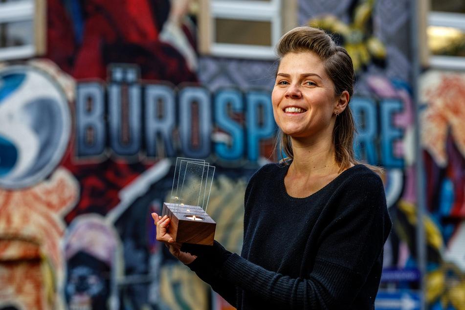 Christina Kölling (31) entwirft moderne Holzkunst, die dann im Erzgebirge produziert wird.