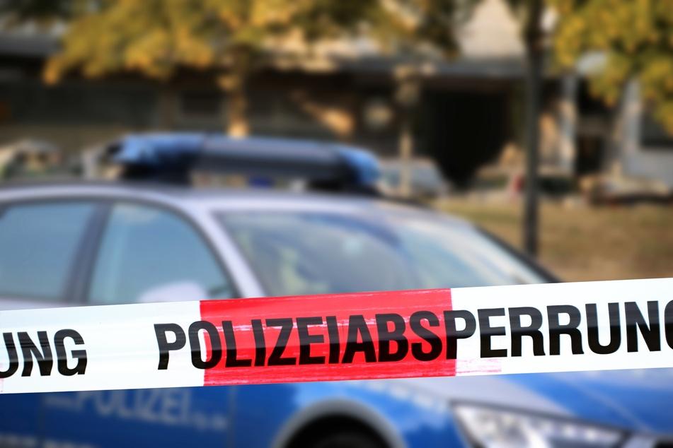 Laut Polizei ging es nur um Ruhestörung. Der Mann ergriff die Flucht und sprang vom Balkon.
