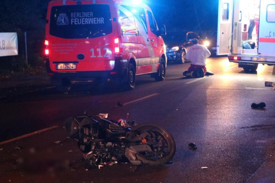 Motorradfahrer (17) kracht mit Mercedes zusammen und wird schwer verletzt