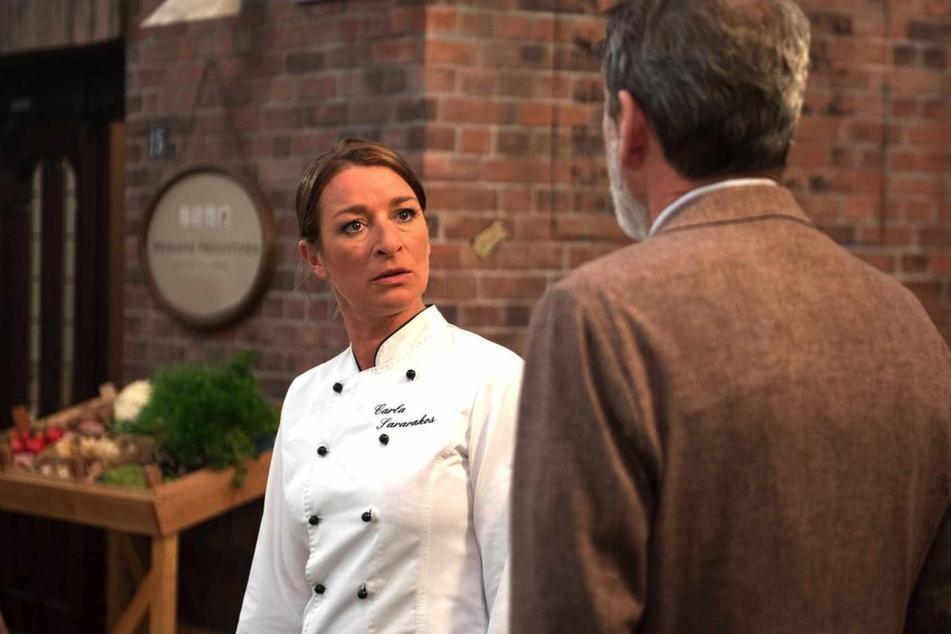 Carla stellt vor Gunter klar, dass sie erst an Gregors Tod glaubt, wenn es Beweise gibt.