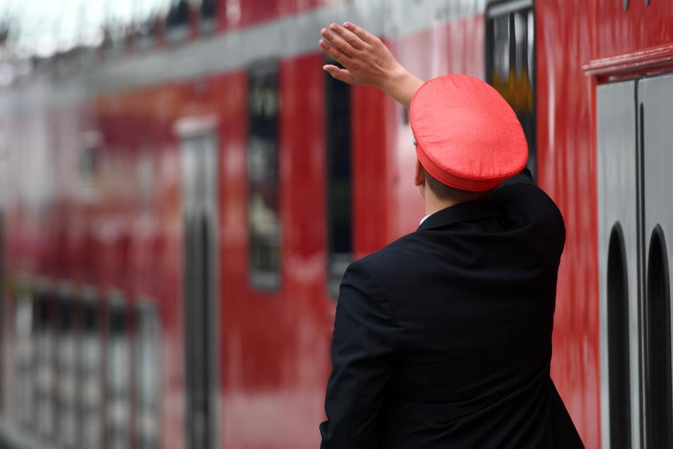 Unter anderem wurden die Zugbegleiter mit Messern bedroht (Symbolfoto).