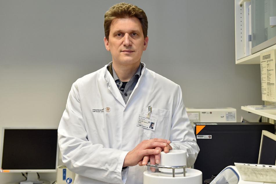 """""""Infektionswelle verlangsamen, um den Anteil Schwerkranker gering zu halten und damit die Krankenhäuser nicht zu überfordern"""": Prof. Dr. Alexander Dalpke (48), Direktor des Instituts für Virologie an der Uniklinik Dresden."""