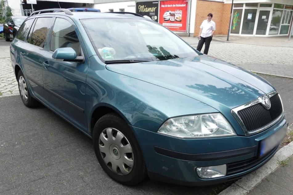 Dieses 14 Jahre alte Auto nahmen die Verbrecher der alleinerziehenden Mutter weg.