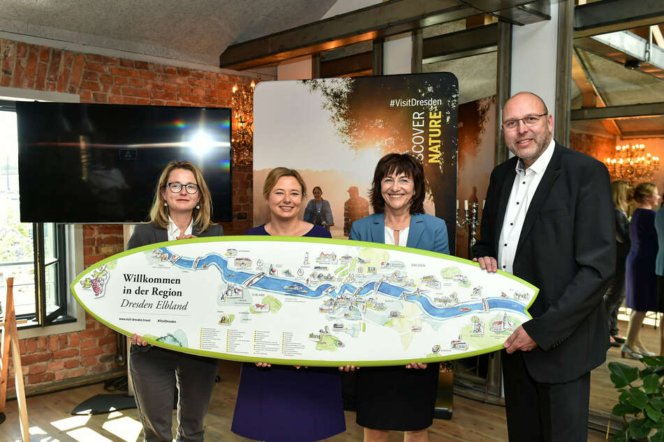 Wollen den Tourismus wieder ankurbeln: Kulturbürgermeisterin Annekatrin Klepsch (43, Linke), Marketing-Chefin Corinne Miseer (44), Wackerbarth-Chefin Sonja Schilg (63) und Meißens OB Olaf Raschke (57, v.l.).