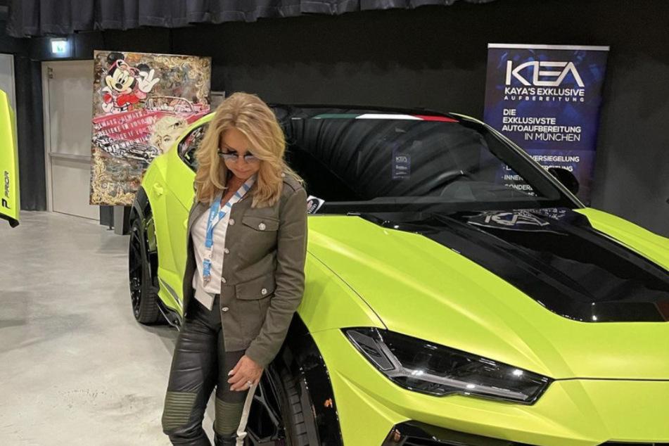 Carmen Geiss (56) setzte sich vor dem 210.000 Euro teuren Lamborghini Urus in Szene.