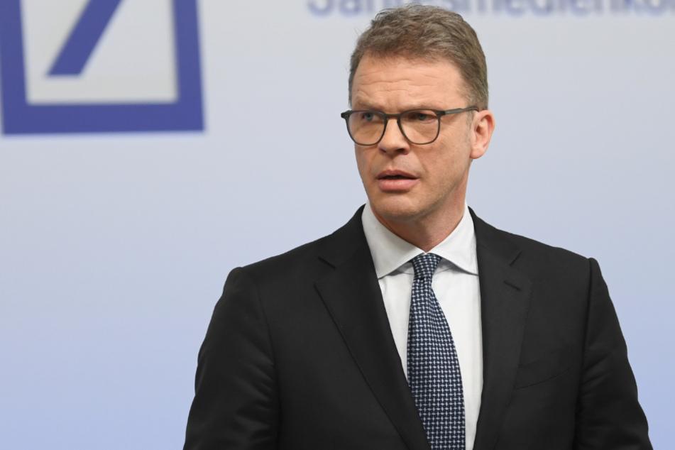 Deutsche-Bank-Chef Christian Sewing (50) dämpft die Erwartungen an einen möglichen Kauf von Teilen von Wirecard.