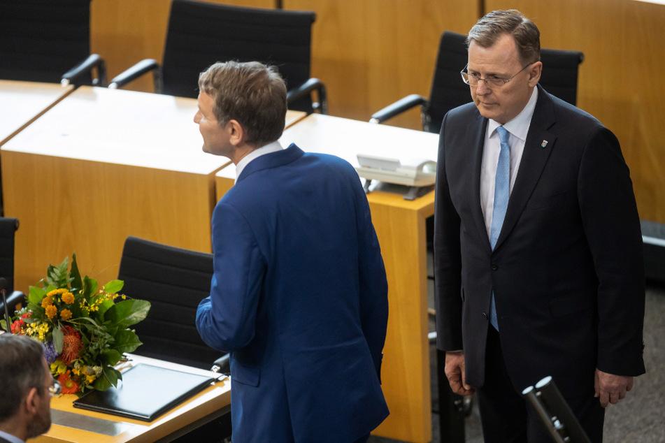 Nach seiner Wahl zum Ministerpräsidenten verweigerte Bodo Ramelow (64, Linke, r.) dem AfD-Fraktionsvorsitzenden Björn Höcke (48, l.) den Handschlag.
