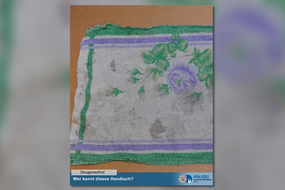 Die Polizei ist auf der Suche nach Menschen, denen dieses Handtuch bekannt vorkommen könnte, um Hinweise zu den Kindeseltern zu bekommen.