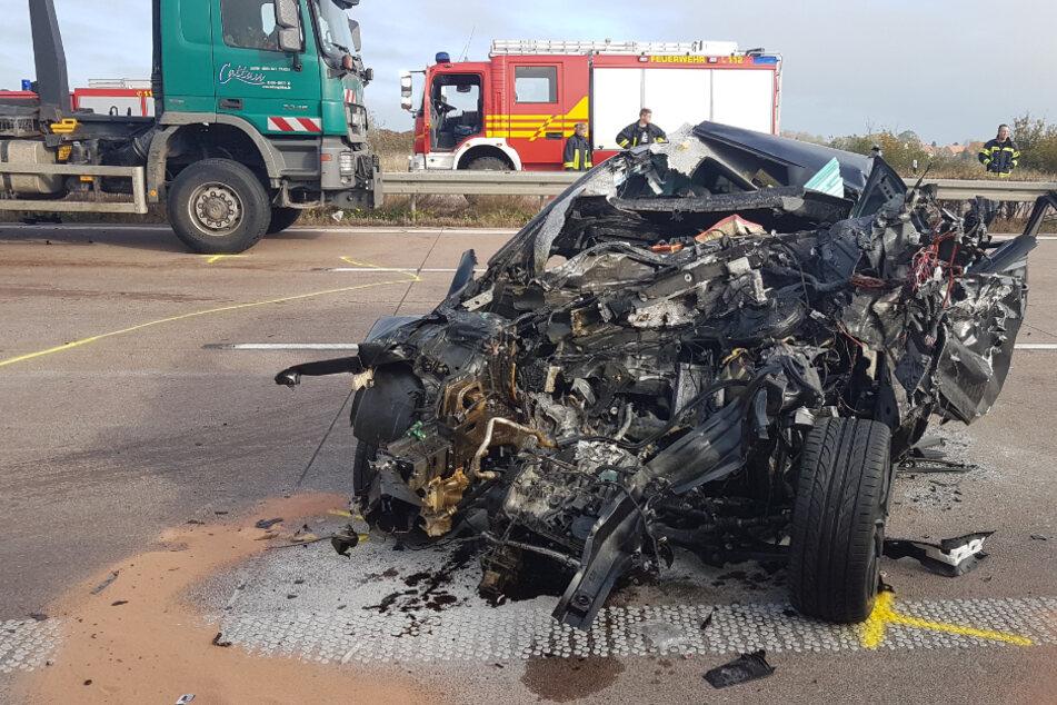 Unfall A14: Horrorunfall auf A14 bei Leipzig! Autofahrer rast in Schilderwagen