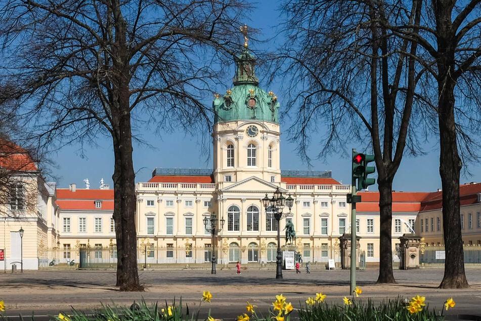 Mit der Sanierung von Dächern, Fassaden und technischen Anlagen wird die Instandsetzung von Schloss Charlottenburg fortgeführt.