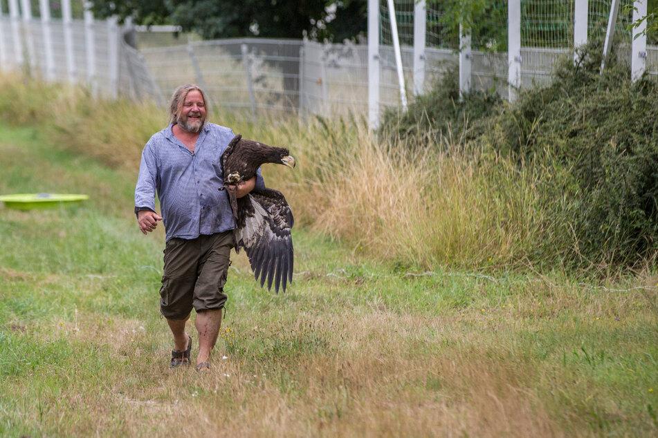 Beherzt griff Hans-Peter Schaaf zu und bekam das flüchtige Tier zu fassen.