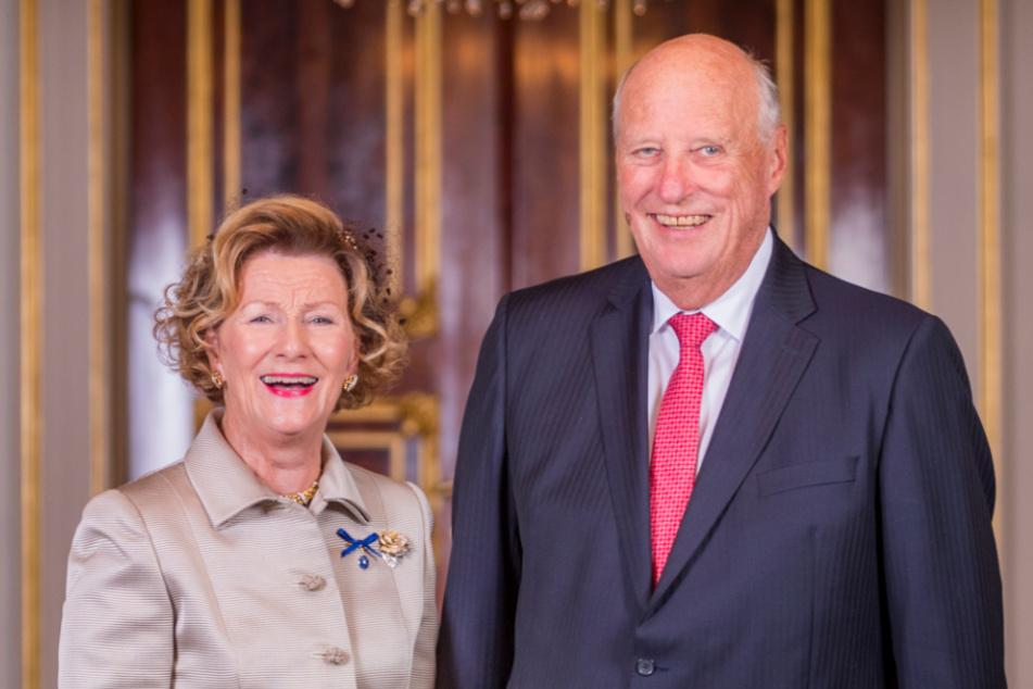 König Harald (r.) und Königin Sonja im königlichen Palast.